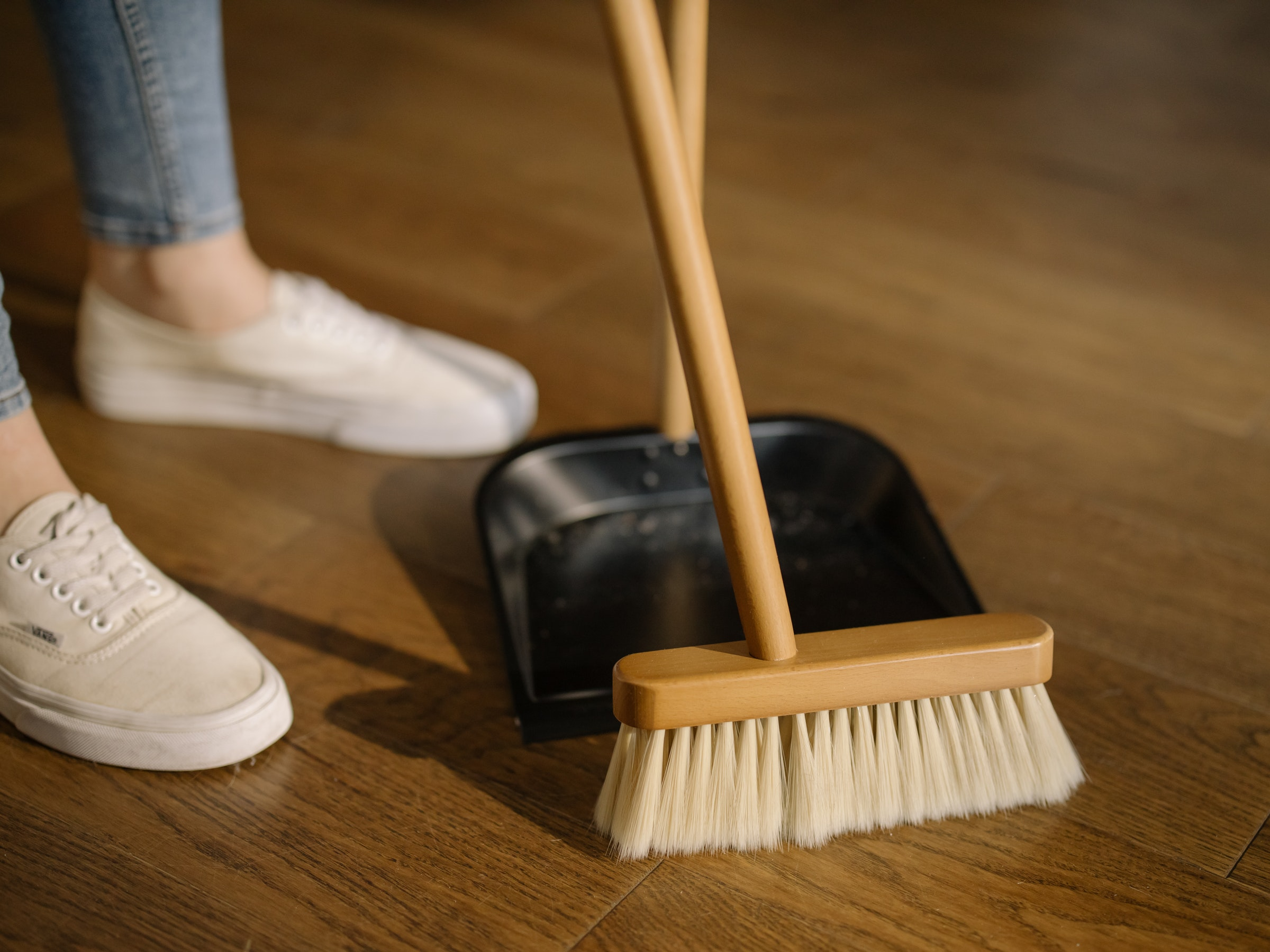 Professional Cleaners Give Their Top Tips for Cleaning When Moving
